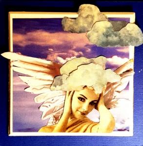 Engel mit Wolken, die vom Kopf aufsteigen